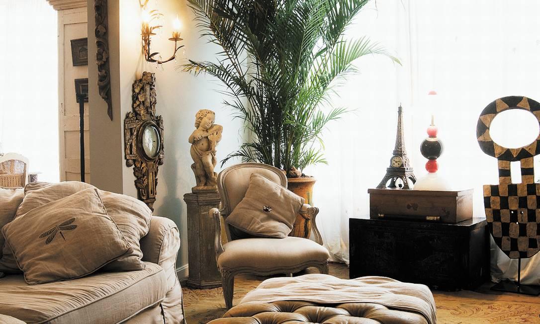 Barômetro, Torre Eiffel e uma palmeira: mistura franco-brasileira Kitty Paranaguá