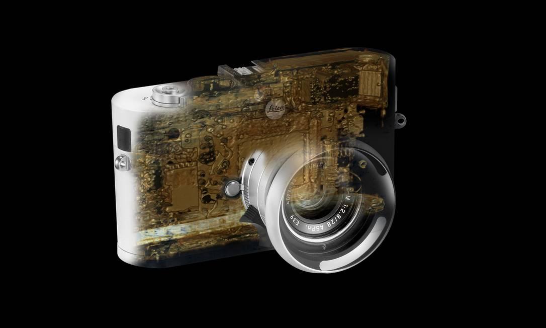Outro exemplo é esta câmera Leica M8. Depois do Rio, a mostra segue para São Paulo e para o Grand Palais, em Paris. Divulgação