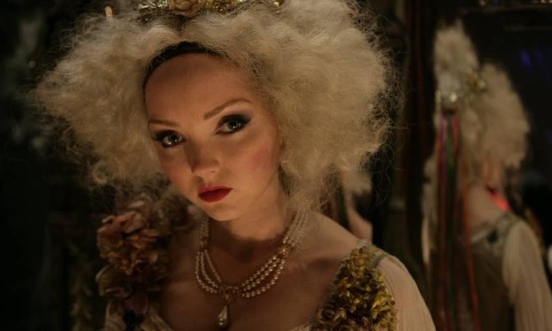 """A modelo britânica Lily Cole também diminuiu o ritmo nas passarelas para focar em sua carreira cinematográfica. Tudo indica que a estratégia deu certo. De 2007 para cá, ela participou dos longas """"Escola para garotas bonitas e piradas"""", """"Branca de Neve e o caçador"""", """"Confissões de um jovem apaixonado"""" e """"O mundo imaginário do dr. Parnassus"""" Divulgação"""