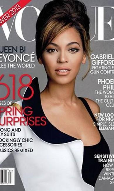 """Dois mil e treze é o ano de Beyoncé – pelo no mercado editorial. De acordo com a Alliance for Audited Media, a edição de março da revista """"Vogue"""", estrelada pela cantora, vendeu 355.397 exemplares, a melhor marca da publicação comandada por Anna Wintour no primeiro semestre. Só para constar, o número de abril, protagonizado pela primeira-dama Michelle Obama, vendeu 293.798. A moderninha Rooney Mara, em fevereiro, fechou com 217.318 cópias Reprodução Vogue América"""