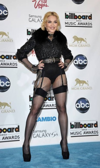 Na edição 2013 do Billboard Music Awards, em Las Vegas, a cantora usou cinta-liga para mostrar suas pernas tonificadas John Shearer / John Shearer/Invision/AP