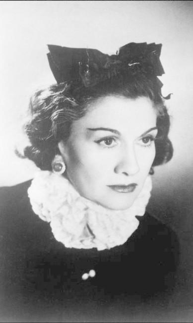 """Chanel abordava sempre o universo feminino: """"Vista-se mal e notarão o vestido. Vista-se bem e notarão a mulher"""" é uma de suas sentenças mais conhecidas - / AFP"""