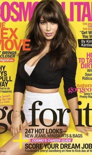"""Musa de abril da revista """"Cosmopolitan"""", Kim Kardashian vendeu 1,2 milhão de exemplares, segundo o """"New York Times"""". Miley Cyrus vem logo atrás com 1,1 milhão Cosmopolitan América"""