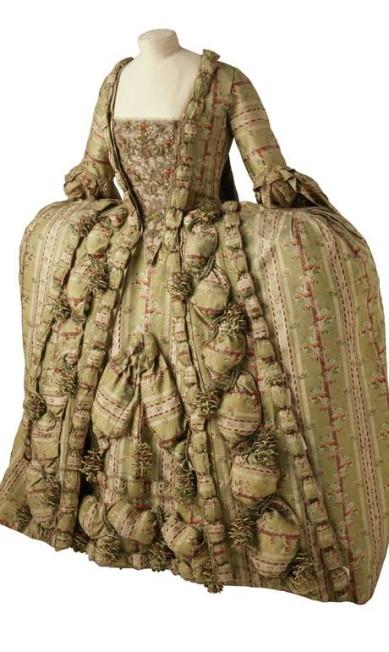 O vestido de 1760 era sustentado por estruturas metálicas Terceiro / Divulgação