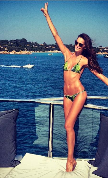 """""""Dia perfeito no paraíso"""", diz Izabel Goulart sobre a temporada curtindo o verão italiano Reprodução / Instagram"""