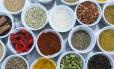 Segundo a dieta ayuvérdica, os sabores doce, salgado, amargo, ácido, adstringente e picante devem estar presentes na mesma refeição