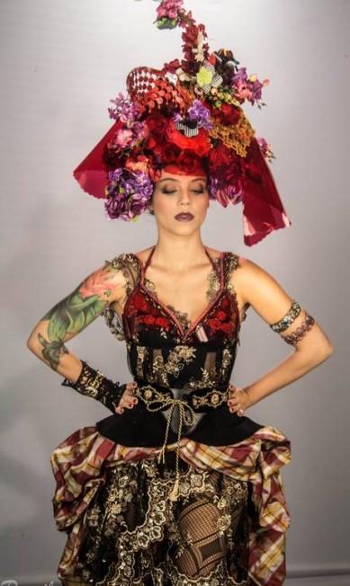 As roupas desse ensaio, que aparecerão nos shows, foram criadas por Thanara Schönardie VALKIRIA PERSILES / Divulgação