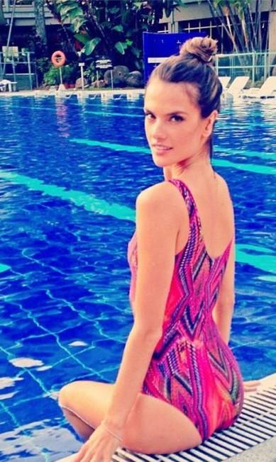 Alessandra Ambrósio, que foi estrela da semana de moda da Colômbia dividiu com os fãs os momentos de relaxamento em Medelin Reprodução / Instagram