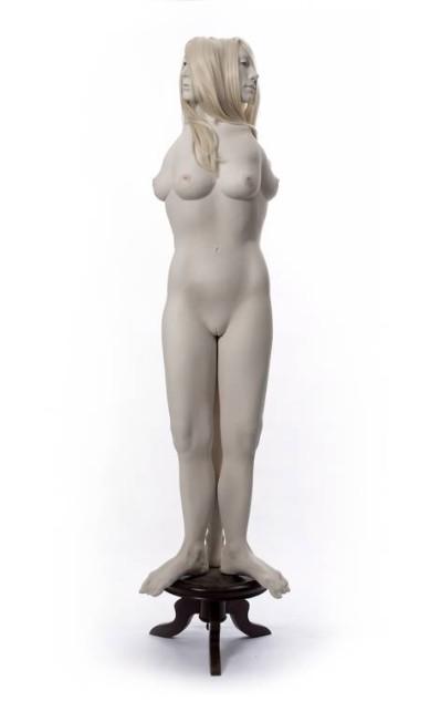 """Série """"Ímpar"""": três corpos, com moldes do rosto da artista, unidos pela vagina Terceiro / Divulgação"""