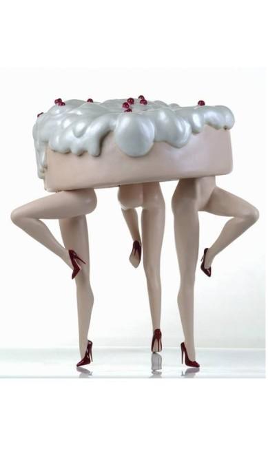 """""""Autofagia"""": a visão de Monica Piloni para o ato de se devorar. No caso, com bastante merengue e sem descer do salto Terceiro / Divulgação"""