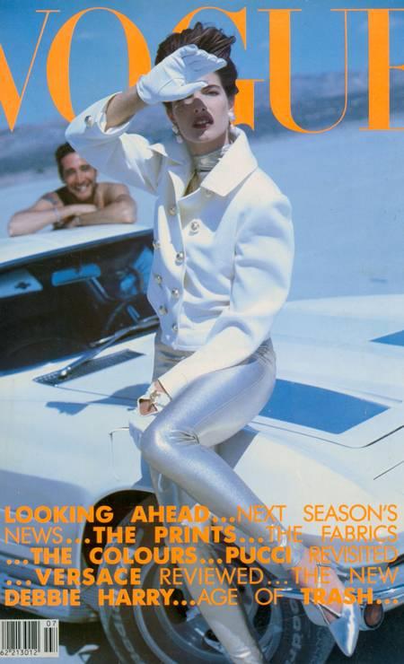 """Nos anos 1990, Stephanie Seymour era uma das modelos mais concorridas do mercado. Além de frequentar as passarelas mais badaladas do circuito internacional e estrelar campanhas para grandes grifes, a top chegou a posar para a revista """"Playboy"""" e participar de clipes da banda Guns N' Roses — Stephanie chegou a ter um caso com o vocalista do grupo Axl Rose Foto: Reprodução Vogue Britânica"""