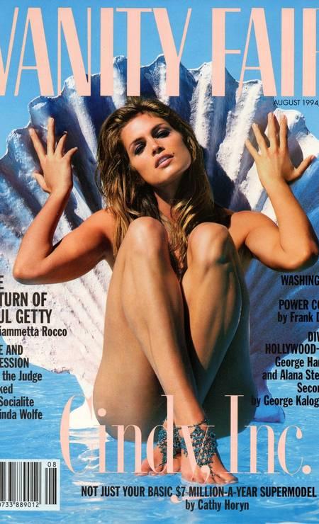 """Em 1994, Cindy Crawford surgiu como uma sereia na capa da """"Vanity Fair"""", exibindo sua famosa pinta na altura do lábio superior Foto: Reprodução Vanity Fair"""