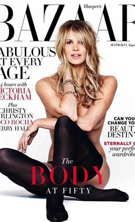 """Duas décadas depois, e aos 49 anos, Elle recriou a pose para edição de agosto da """"Harper´s Bazaar"""" australiana, provando que, como diz a chamada de capa, """"ela é fabulosa em qualquer idade"""" Foto: Reprodução / Harper´s Bazaar"""