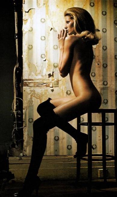 """Para a """"W"""" de junho de 2002, Gisele posou nua e encarnou a personagem de Catherine Deneuve no filme """"A Bela da Tarde"""" Reprodução"""