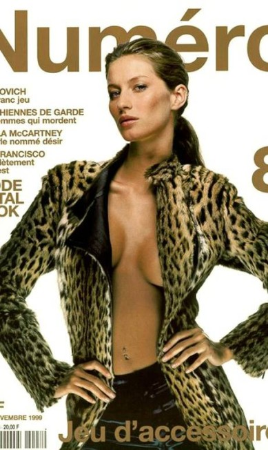 """Em novembro de 1999, Gisele estampou a capa da """"Numéro"""" usando um casaco de pele e na por baixo Reprodução Numéro"""