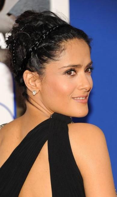 """A atriz Salma Hayek surgiu na estreia do filme """"Grown Ups 2"""", em Nova York, com a versão tiara do penteado Evan Agostini / Evan Agostini/Invision/AP"""
