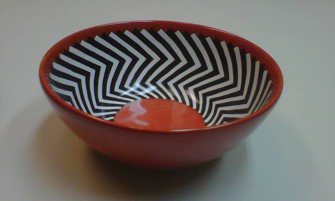 Bowl pintado à mão Maria Augusta Rebouças, R$ 90 (21- 2274 8289) Divulgação