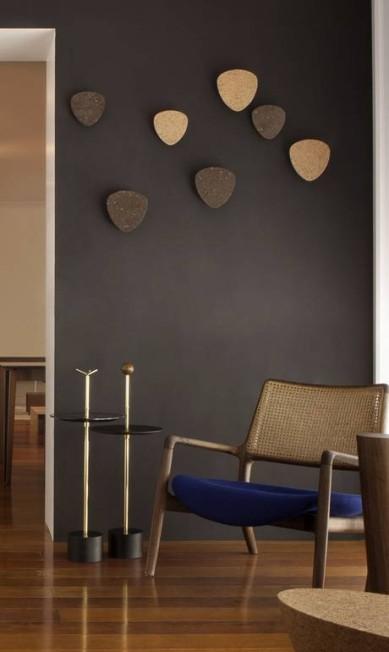 Fixados na parede, cabideiros do designer Jader Almeida (R$ 425, cada, na Arquivo Contemporâneo) Terceiro / Divulgação