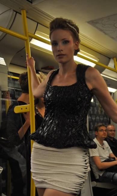 De frente, o look até parece comportado... Fernanda Baldioti/ O Globo
