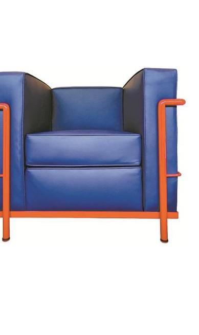 A poltrona Le Corbusier com estrutura de aço inox e revestimento de couro natural passa de R$ 6.254 para R$ 4.378 no showroom de Hetty Goldberg (Tel.: 21 2259-6413) Terceiro / Divulgação