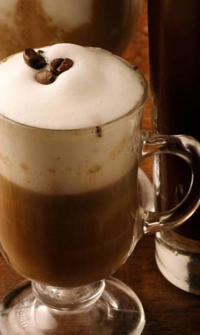 Inspiração importada: no Café Sorelle, a sugestão é o Irish Coffee (R$ 14), que contém uísque, café expresso e espuma de leite. Endereço: Rua Capitão Salomão 14, loja G, Botafogo. Tel.: 2527-9991 Terceiro / Divulgação/ Ana Branco