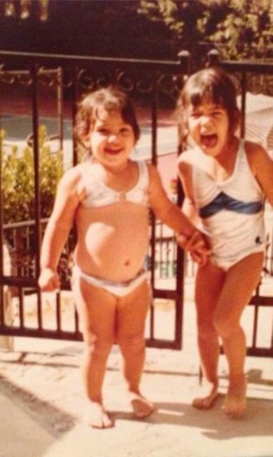 Kim, à esquerda, e a irmã Kourtney aproveitando o verão Instagram
