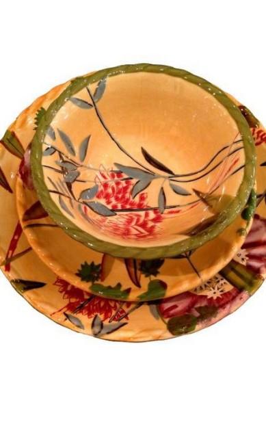 Pratos coloridos para tomar sopa ou caldinho da Elle et Lui Home (21 2259-5045), preço sob consulta Divulgação