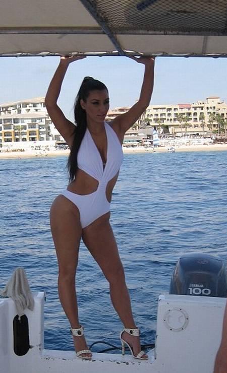 Outro clique antigo no qual Kim mostra toda a sua sensualidade. Imagem foi divulgada pela estrela no Instragram Foto: Reprodução Instagram Kim Kardashian