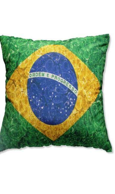 Almofada Bandeira Brasil da Mobly (http://www.mobly.com.br/), R$ 48 Divulgação