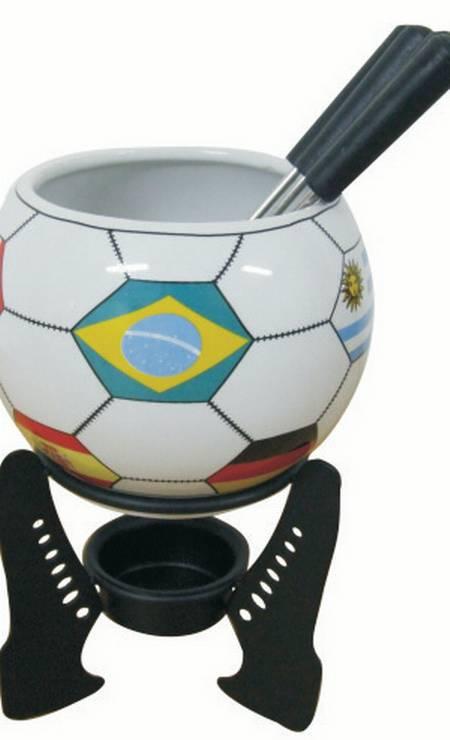 Aparelho para fondue Copa com seis peças da Roberto Simões (21 2274-6392), R$ 65 Foto: Divulgação