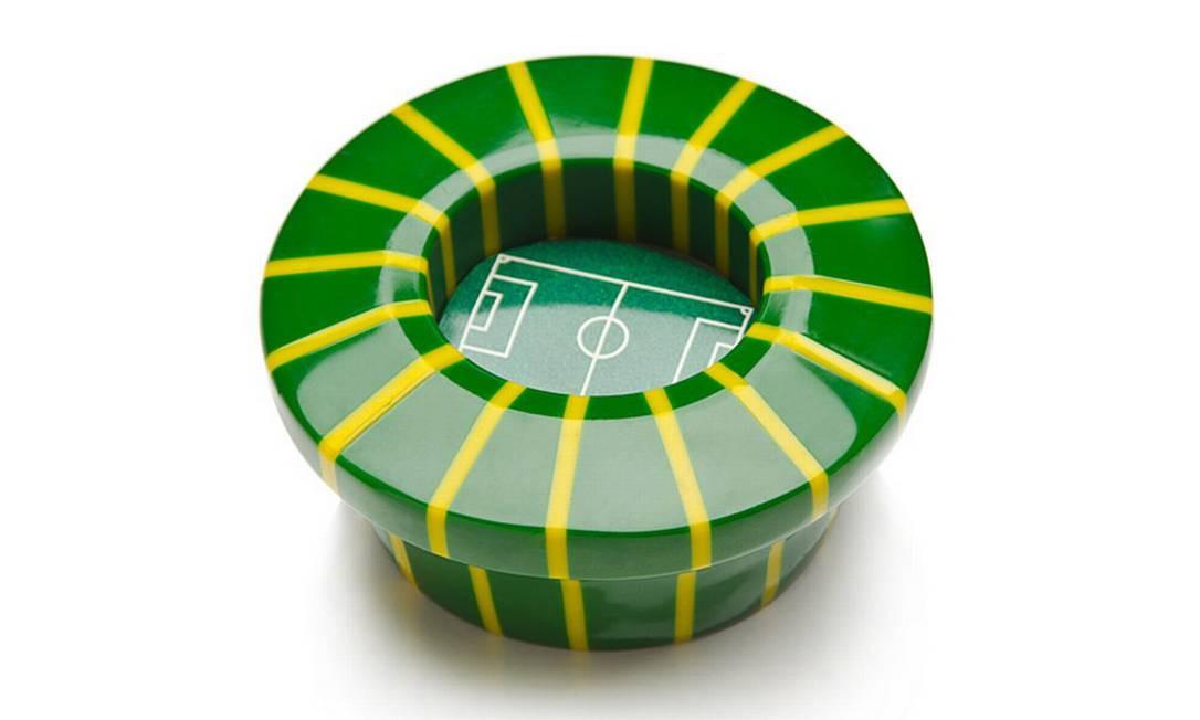 Enfeite com formato do Maracanã, na Sobral (www.sobraldesign.com.br), R$ 80 Foto: Divulgação