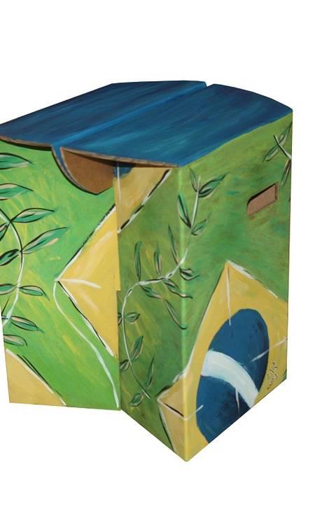 Banco pintado à mão ArtECOletiva (Tel: 21 2513-4181), R$ 650 Foto: Terceiro / Divulgação