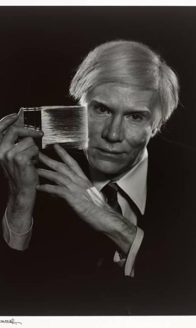 Andy Warhol em 1979. O artista americano se autointitulava um dândi moderno Yousuf Karsh/RISD Museum / Divulgação