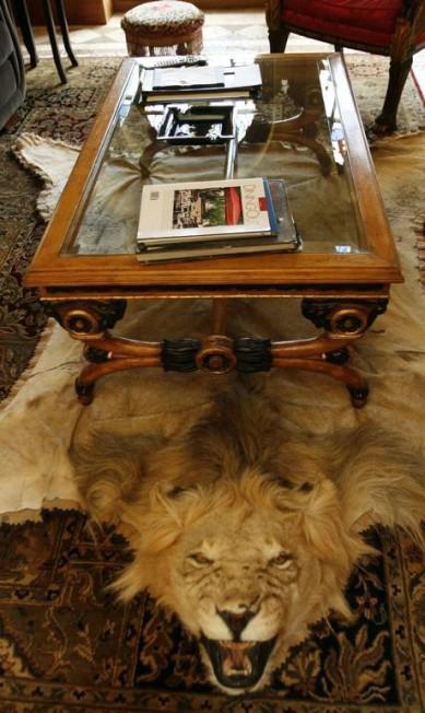 Um tapete de leão: estilista era adepto de uma decoração extravagante Lynne Sladky / AP