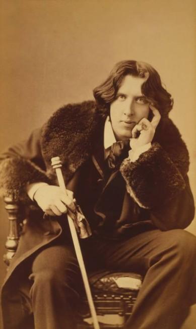 O escritor irlandês Oscar Wilde foi um dos maiores provocadores da segunda metade do século XIX. Seu jeito extravagante de se vestir e o seu interesse pelo esteticismo fez com que ele se tornasse uma das figuras mais conhecidas de seu tempo Napoleon Sarony/Library of Congress / Divulgação