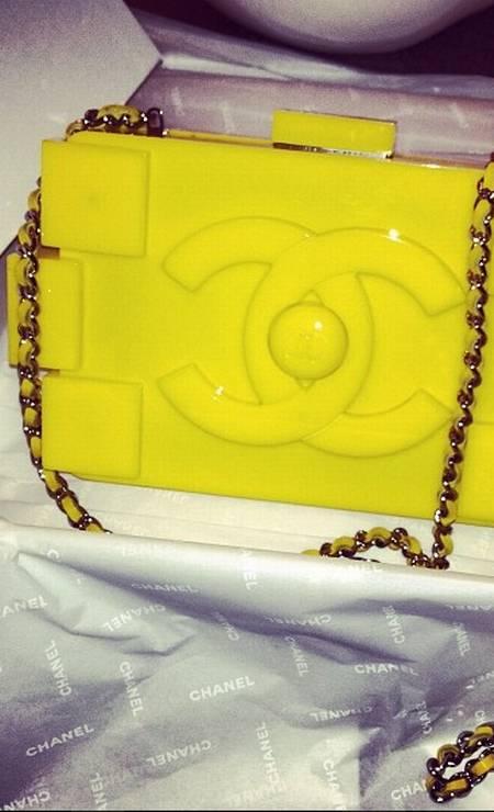 Rihanna ganhou um mimo da marca: a bolsa lego, que já foi vista nos braços de Diane Kruger, Rita Ora e Leigh Lezark Foto: Reprodução Instagram