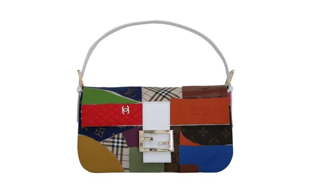 O arquiteto Isay Weinfeld criou um mosaico na superfície da bolsa com ícones de outras grifes, como Chanel, Burberry, Louis Vuitton e Hugo Boss Divulgação