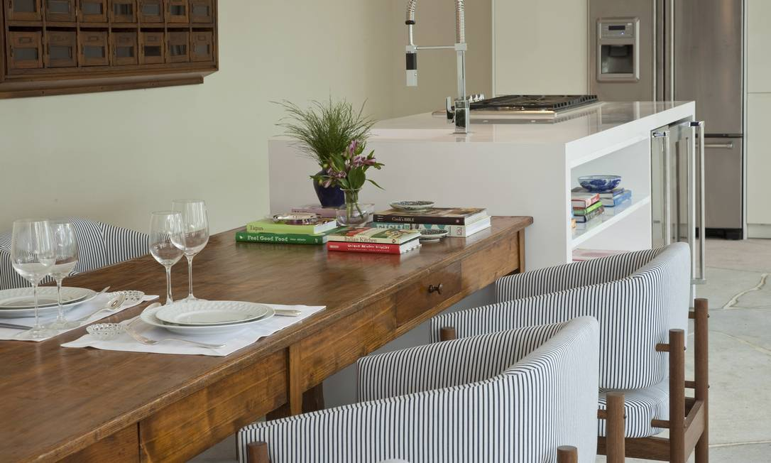 No ambiente gourmet de Dado Castello Branco, há um local para refeições e outro para leitura e bate-papo Terceiro / Agência O Globo