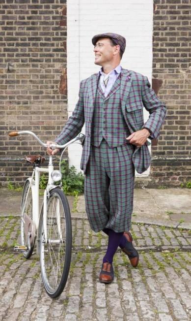 O designer Guy Hills em 2012. Com sua grife, Hills reinventou o tweed, tecido tipicamente britânico Geordie/Dashing Tweeds Archive / Divulgação
