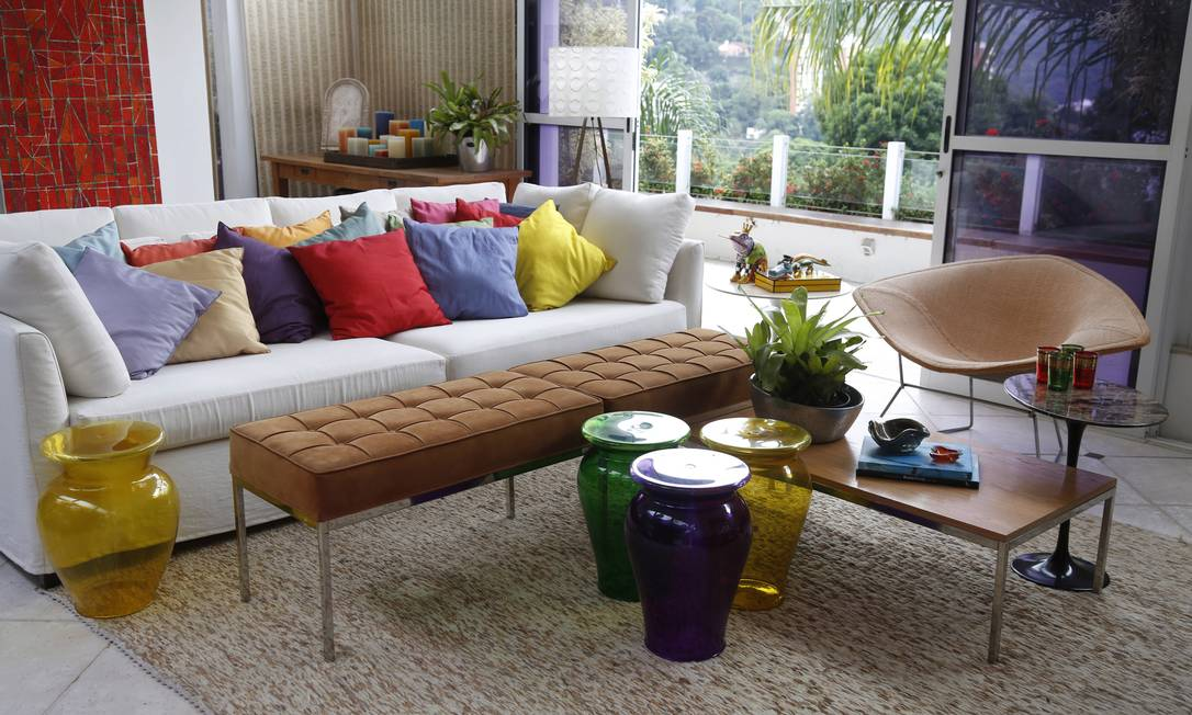 Composição: mesa de centro formada por conjunto de peças diferentes Camilla Maia / Agência O Globo