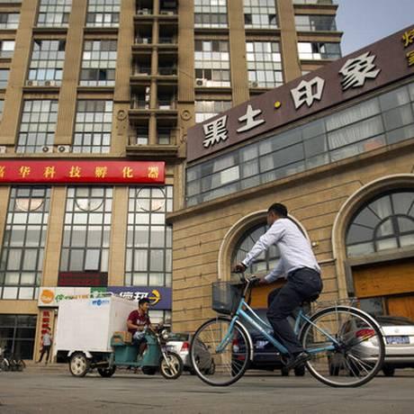 Escritório da Fengrui (direita): advogados denunciam não conseguir exercer profissão de acordo com as moldes da lei Foto: Mark Schiefelbein / AP