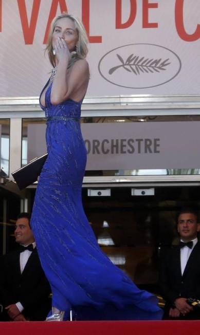 """Depois do descanso... a badalação. A atriz chamou a atenção no tapete vermelho do filme """"Behind the Candelabra"""" pela boa forma e simpatia JEAN-PAUL PELISSIER / REUTERS"""