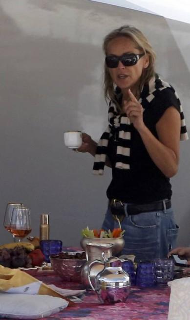 Café ou chá estaria bebendo a atriz? JEAN-PAUL PELISSIER / REUTERS