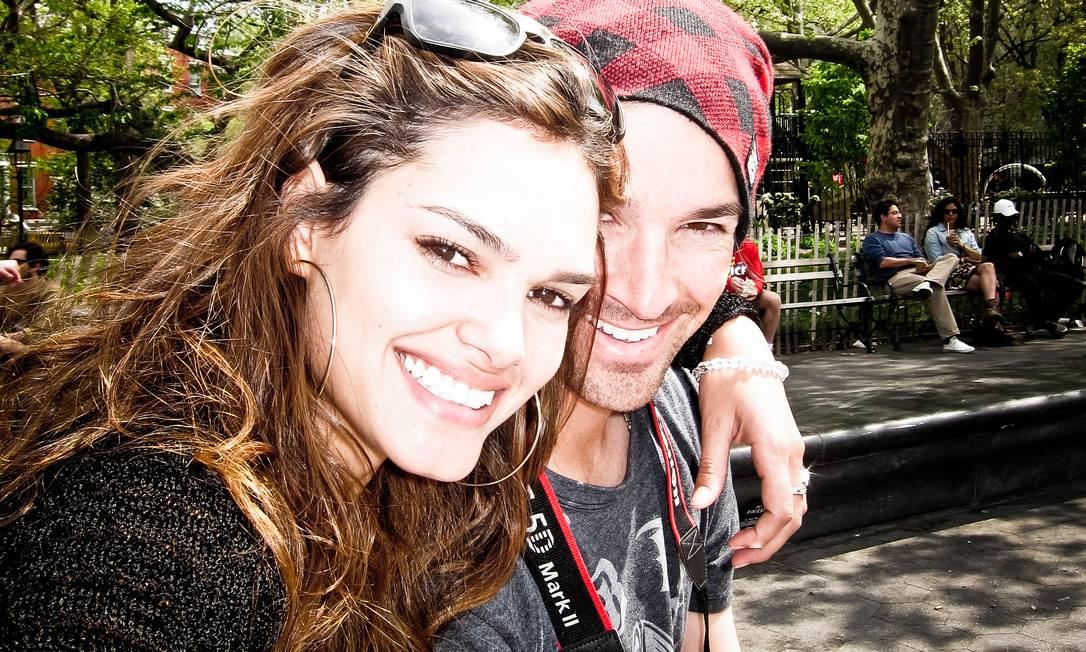 A modelo goiana Lisalla Montenegro ao lado do noivo, o jogador de beisebol C.J. Wilson Divulgação