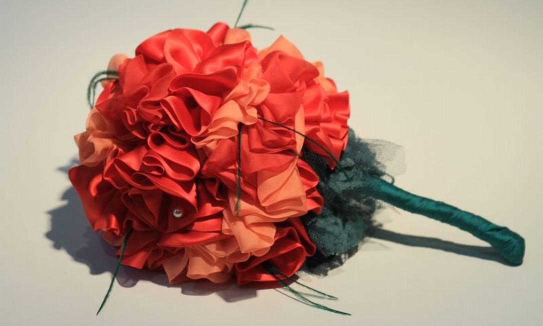 Buquê vintage Poppy de Carol Hungria (http://carolhungria.tanlup.com), R$ 740 Divulgação / Tulio Thomé