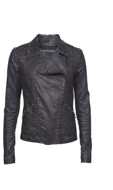 Para os roqueiros: jaqueta em sarja resinada com aplique de spikes. R$ 990,00 na Calvin Klein Jeans (Shopping Leblon, 2º piso. Tel.: 21 3875-1801) Divulgação