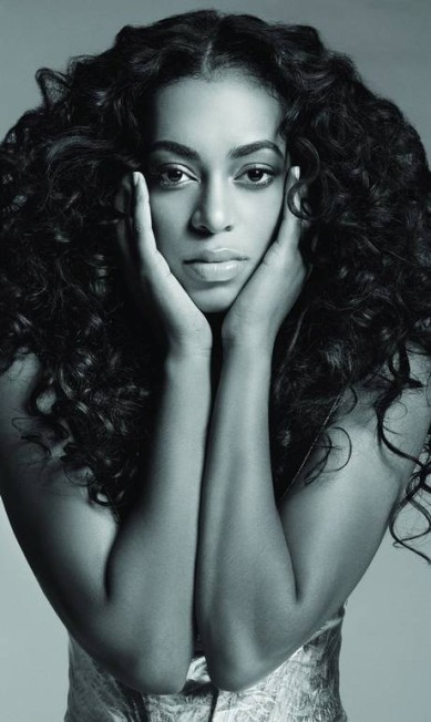 """Irmã mais nova da cantora americana Beyoncé, Solange Knowles, que também canta, vem chamando atenção por causa de seus looks divertidos e nada óbvios. Aos 26 anos, ela caiu nas graças dos fashionistas, fotografando para publicações importantes, como """"Vogue"""" americana, """"V Magazine"""" e """"Harper's Bazaar"""" Divulgação"""