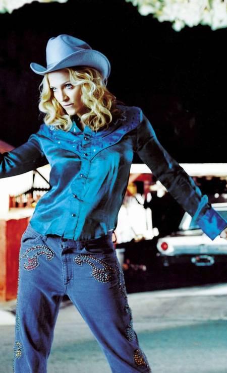 """Em 2000, Madonna lançou o álbum """"Music"""". Para montar o look de sua cowgirl, Madonna uso o cabelo abaixo do ombro e os cachos mais soltos Foto: Reprodução"""
