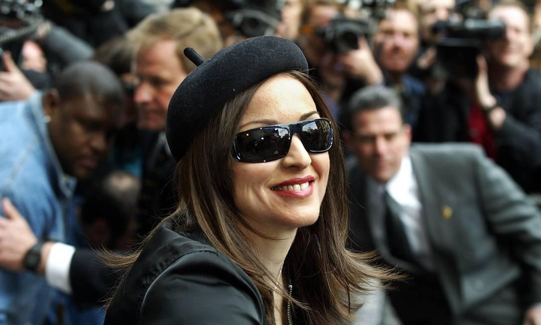"""Durante o lançamento do álbum """"American Life"""", de 2003, Madonna ficou morena - apesar da transformação, o disco vendeu apenas cinco milhões em todo o globo Shannon Stapleton / Reuters"""