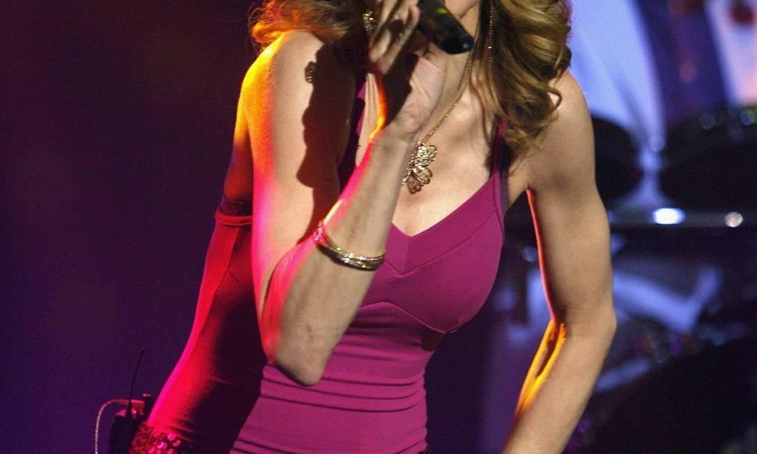 """Para divulgar o álbum """"Confessions on a Dance Floor"""", lançado em 2005, a estrela adotou o visual seventies, com direito a corte à la Farrah Fawcett Divulgação"""